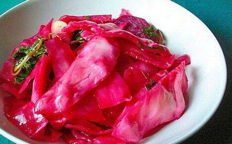 Маринованная капуста «Розовый лепесток» со свеклой