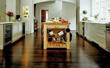Как выбрать напольное покрытие для кухни и учесть все варианты