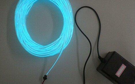 Украшаем интерьер комнаты подсветкой плинтуса EL проводом
