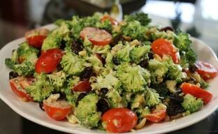 Экзотический салат из брокколи — легкое угощение в стиле 5 звезд