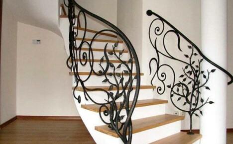 Какие бывают перила для лестницы и как правильно выбрать