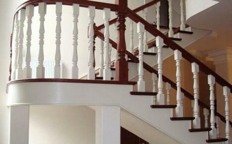 Установка перил на лестницу: этапы и нюансы
