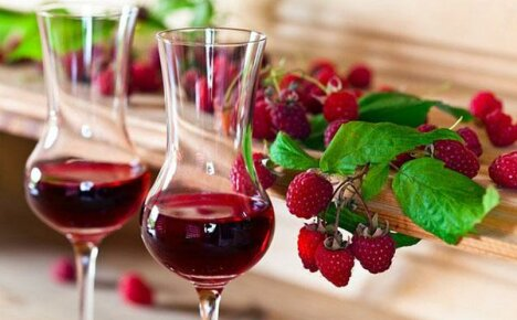 Как правильно готовить малиновое вкусное вино?
