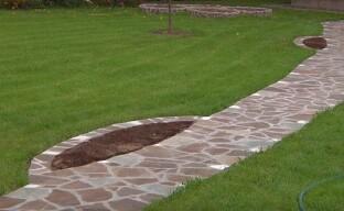Устройство садовой дорожки из природного камня