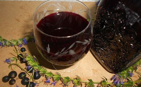 Как закрыть на зиму сок из черноплодной рябины?