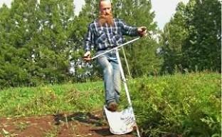 Быстрая посадка картофеля одним движением ноги (видео)