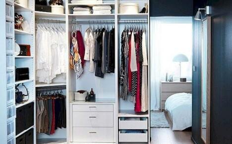 Свет и вентиляция в гардеробной необходимы для личного комфорта