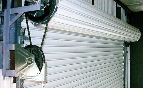 Рулонные ворота с электроприводом: особенности монтажа