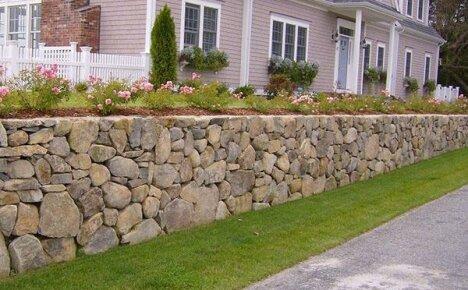 Подпорная стенка на участке с уклоном: ландшафтный дизайн своими руками