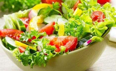 Как готовят вкусные летние салаты опытные кулинары