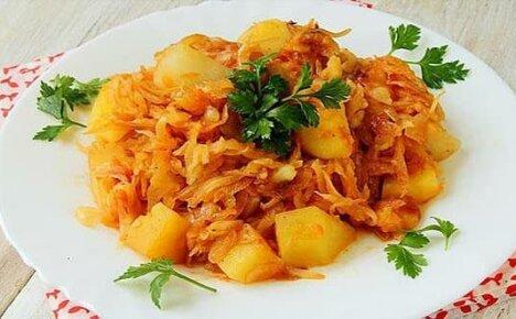 Тушеная капуста с картошкой — лучшие рецепты