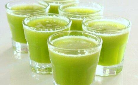 Пьем огуречный сок, польза и вред которого давно известны