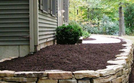 Как сделать клумбу из камней и стильно украсить сад своими руками
