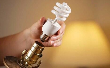Почему мигает энергосберегающая лампа при выключенном свете и как решить проблему