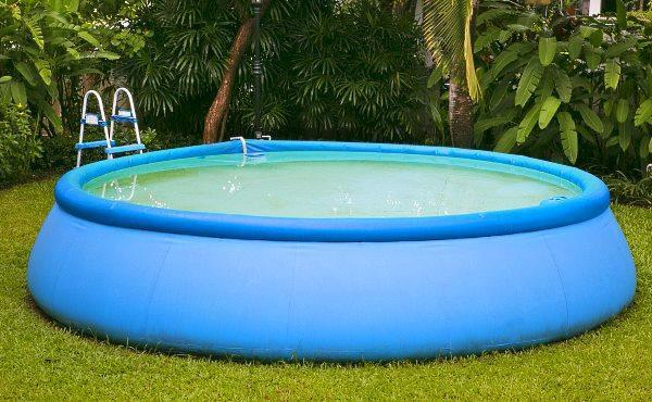 Крупный надувной бассейн