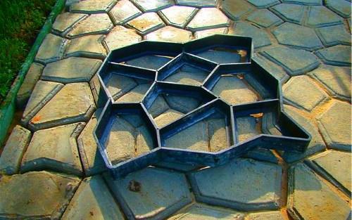 Форма для создания бетонной дорожки