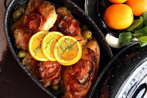 Блюдо, украшенное апельсинами