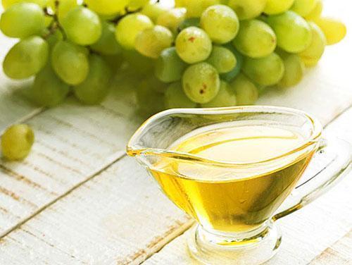 Виноградное масло используют в косметологии