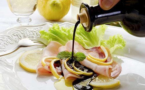 Бальзамический уксус применяют в кулинарии