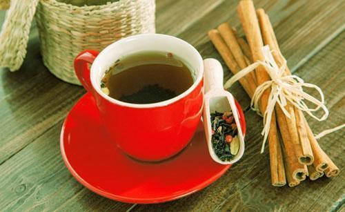 Чай из листьев яблони обладает фруктово-медовыми тонами