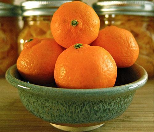 Из плодов мандарина получают полезное масло