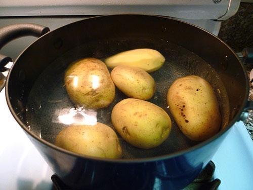 Картофельный отвар полезен при базедовой болезни