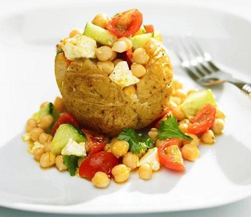 Печенный картофель с овощами