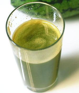 Полезный сок из арбузных корок