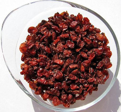 Сушеный барбарис используют в кулинарии и приготовления напитков