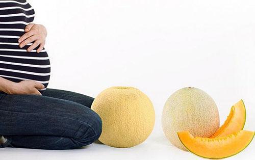 Употреблять семечки дыни вовремя беременности нужно в ограниченных количествах