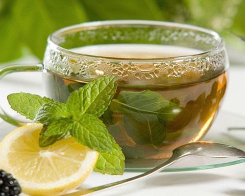 Успокоительный чай из мяты и лимона