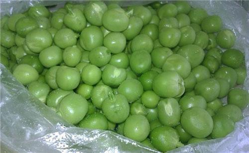 Зеленый горох замораживают в кульках небольшими порциями