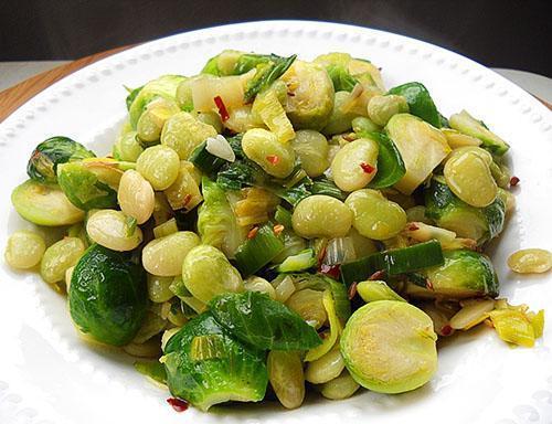 Блюдо из зеленых семян фасоли