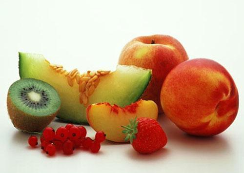 Фрукты и ягоды полезны при любых болезнях