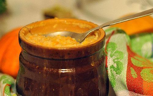 Тыквенный мед добавляют в охлажденный чай