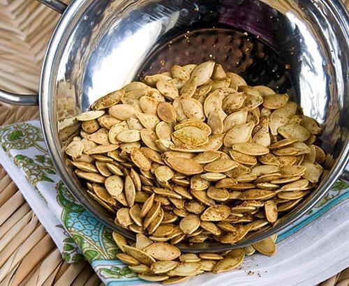 Употреблять лучше всего сырые или сухие семечки