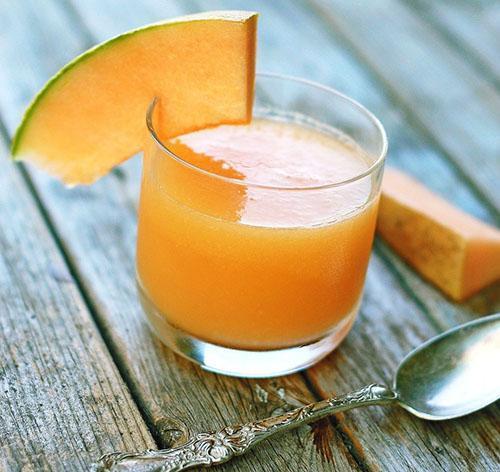 В фазе ремиссии при панкреатите можно пить дынный сок