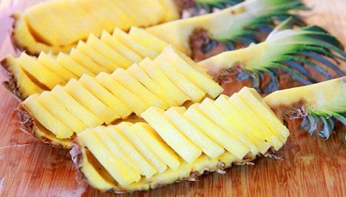 Чрезмерное потребление ананаса может нанести вред организму