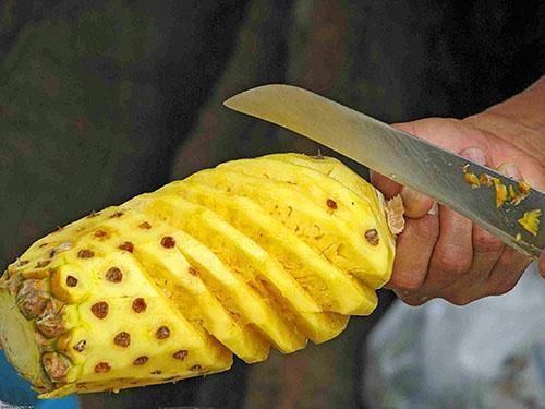 Мякоть ананаса на 85% состоит из воды