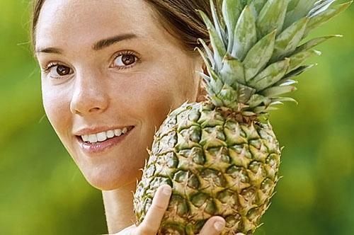 Нанесенная на кожу кашица мякоти ананаса улучшит ее вид