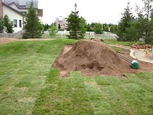Укладка рулонного газона по принципу кирпичной кладки