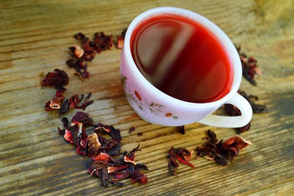 Красный чай отлично снимает интоксикацию после алкогольного отравления
