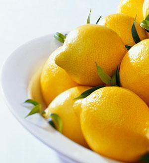 Лимон обладает огромным количеством полезных свойств