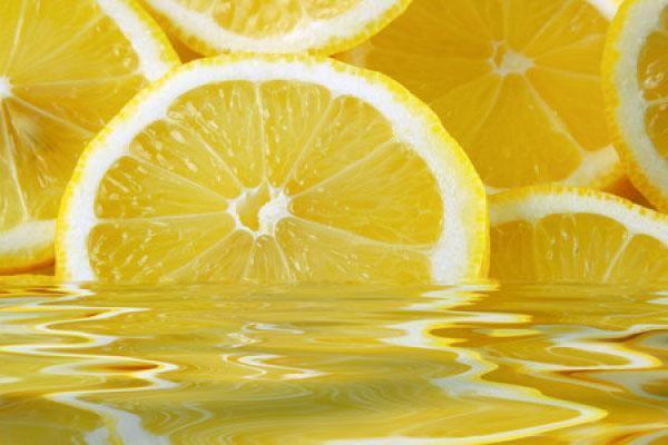 Лимонную воду принимают для похудения