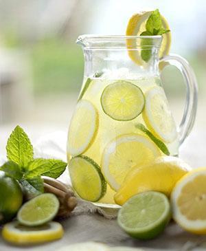 Напиток из лимона пьют натощак