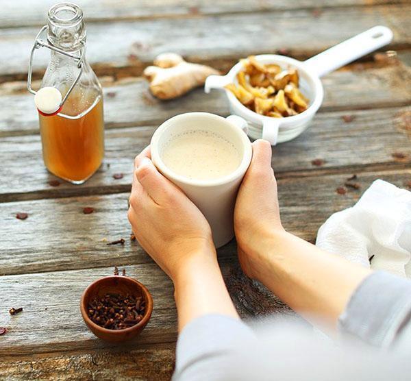 Холодной зимой согреет вас имбирный чай с корицей и гвоздикой