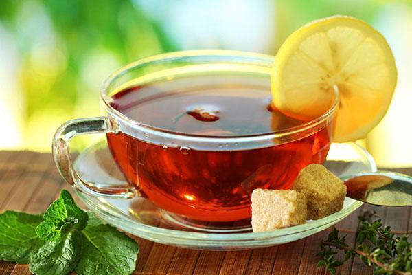 В чай можно добавлять мед, корицу