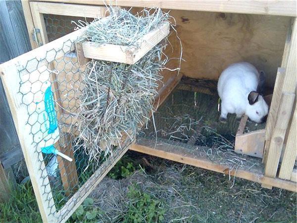 Ясельная кормушка под сено