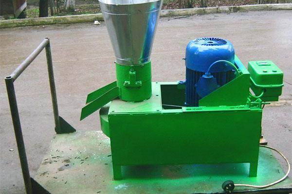 Гранулятор комбикорма, изготовленный на производстве