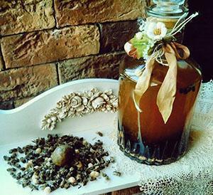 Спиртовая настойка пчелиного подмора